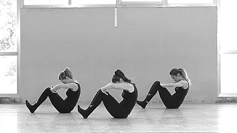 Cours cours de danse classique biarritz instant pr sent for Cours danse classique barre